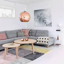 hellgraues sofa gestaltungsmöglichkeiten für wohnzimmer graues sofa ideen rund