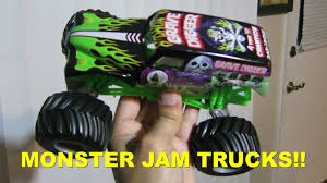 grave digger monster truck rc unboxing monster jam truck grave digger 1 24 scale diecast youtube