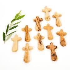 pocket crosses 10 comfort crosses medium olive wood pocket clinging palm prayer