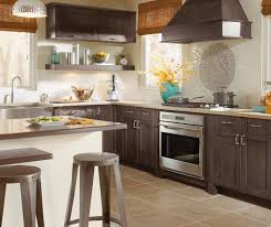 Shaker Style Cabinets In Casual Kitchen Kitchen Craft Cabinetry - Shaker style kitchen cabinet