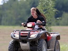 justin bieber new car 2014 justin bieber arrested while spending day with selena gomez abc news