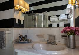 decorating a bathroom ideas how to make a small bathroom look bigger using clever decor tricks