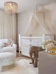 chambre bebe luxe déco chambre bébé le voilage et le ciel de lit magiques