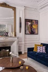 canap ancien velours appartement haussmannien canapé en velours bleu cheminée ancienne