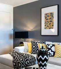 levrette sur canapé un salon en gris et blanc c est chic voilà 82 photos qui en