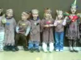 children singing thanksgiving songs