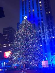 the rockefeller center tree lights up