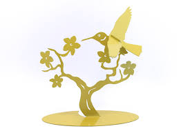 tabletop hummingbird tree branch closeout birdly