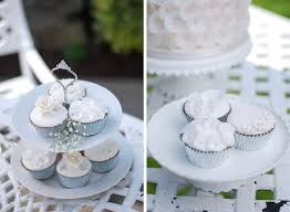 small wedding cakes smaller wedding cakes a dessert trend you don t want to miss