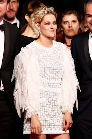 kristen stewart looks demonic with scary red eyes on cannes red