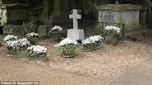 george michael u0027s grave is seen for the first time daily mail online