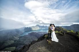 Wedding Quotes Indonesia Couple Endure Three Day Hike For The Perfect Wedding Photo Daily