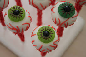How To Make Halloween Cake Pops Heavenly Cake Pops Halloween Eyeball Cake Pops