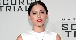 Seeking Rosa Salazar Rosa Salazar Suiting Up For Alita Battle Ie