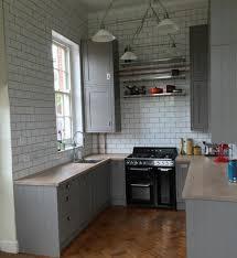 meuble cuisine couleur taupe cuisine meuble cuisine couleur gris taupe parquet en bois