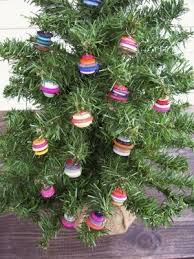roundup 5 button christmas ornament projects curbly