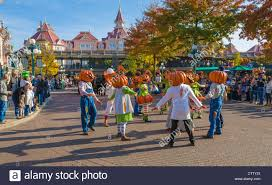 halloween parade in main street usa disneyland resort paris theme