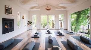 imagenes estudios yoga pin de lissie en yoga studio pinterest yoga estudios de yoga y