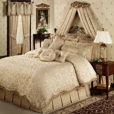 Comfortable Comforters Bedroom Glorious Master Bed Decorated With Luxury Bedroom