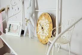 horloge chambre bébé chambre bébé fleurie avec du liberty chambres bébé fleuri et