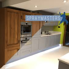 professional spray painting kitchen cabinets spraying kitchen cabinets professional spraying
