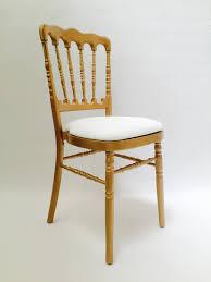 chaise dorée location de chaise napoléon dorée assise blanche location mobilier