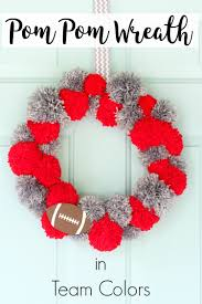 pom pom wreath diy tutorial with team colors darice pom pom