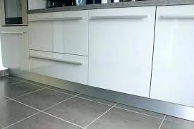 hauteur plinthe cuisine plinthe meuble cuisine plinthes pour meubles cuisine plinthe meuble