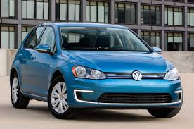 nissan leaf vs egolf volkswagen u0027s all electric e golf gets a lower tier trim for a