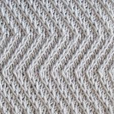 Zig Zag Knitting Stitch Pattern | ravelry twist zig zag pattern by nalhcib