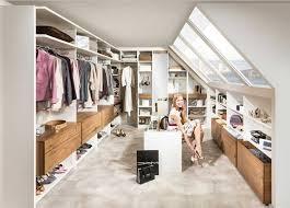 schlafzimmer ideen dachschr ge wohndesign fabelhaft begehbarer schrank system ideen wohndesign