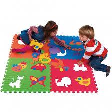 tappeti puzzle per bambini atossici giocare con i colori al nido