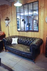 canapé chesterfield ancien ancien canapé chesterfield en cuir par le marchand d oublis appart