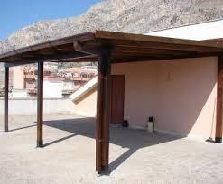 montaggio tettoia in legno una tettoia