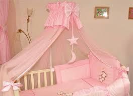 le pour chambre bébé le ciel de lit bébé protège le bébé en décorant sa chambre archzine fr