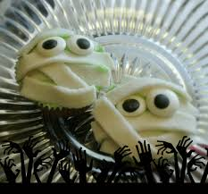 Halloween Mummy Cakes Cute And Easy Halloween Cupcakes Half Crazy Mama