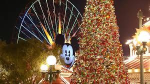 When Do Christmas Decorations Go Up At Disneyland 10 Reasons To Visit Disneyland Resort During The Holidays La