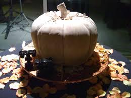 file pumpkin wedding cake for halloween wedding jpg wikimedia
