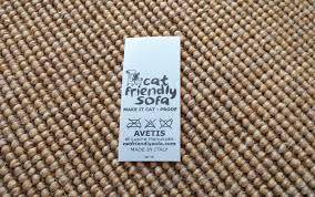 gatti divani finalmente un tessuto testato a prova di unghie di gatto cat