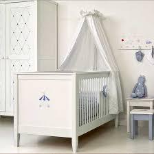babyzimmer landhausstil weiß inklusive betthimmel für klassisch babybett design im