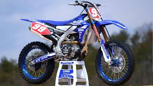 motocross racing bikes first look 2018 yamaha yz450f and yz250f dirt bike test