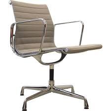 chaise de bureau vitra fauteuil de bureau ea108 vitra en aluminium et tissu charles et