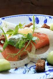 cuisiner le saumon recette danoise du saumon au sel cuisine scandinave ideoz voyages