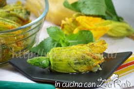 fiori di zucca in forno fiori di zucca al forno ripieni di patate e menta in cucina con