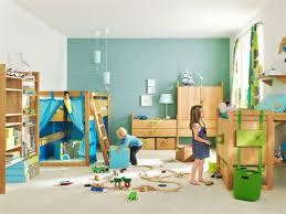 chambre jouet le coffre à jouets idées décoration chambre enfant archzine fr