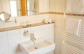 badezimmer landhaus hotel bergrestaurant stöltings landhaus wiehl günstig bei hotel de