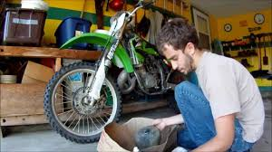 How To Clean And Oil by How To Clean And Oil 2004 Kawasaki Kx125 Air Filter Youtube