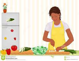 femme qui cuisine femme africaine faisant cuire la salade dans la cuisine