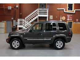 used jeep liberty diesel find used 2005 jeep liberty diesel 4x4 sunroof crd limited leather