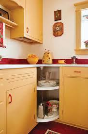 200 best 1940s decor images on pinterest retro kitchens vintage